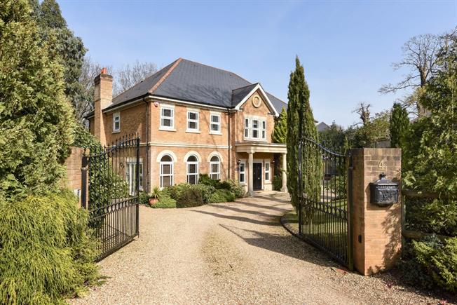 £5,950 per Calendar Month, 5 Bedroom Detached House To Rent in Sunninghill, SL5