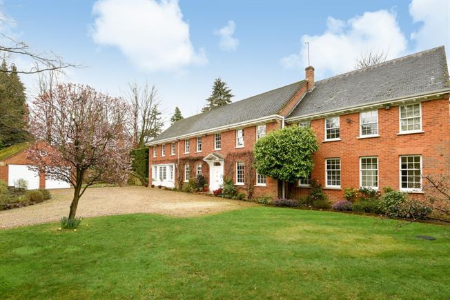 £7,500 per Calendar Month, 9 Bedroom Detached House To Rent in Ascot, SL5