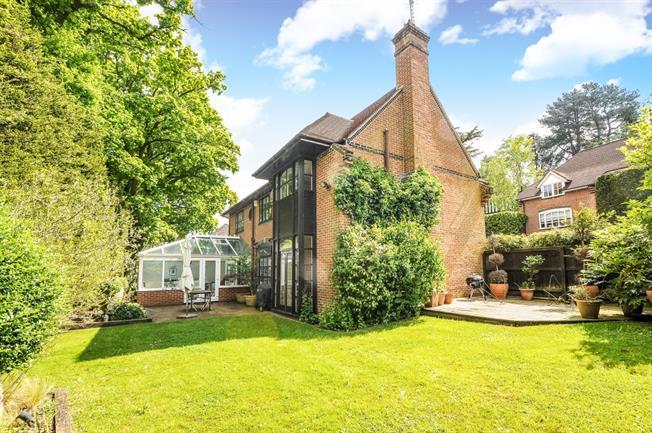 £3,800 per Calendar Month, 4 Bedroom Detached House To Rent in Sunningdale, SL5