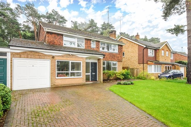 £2,500 per Calendar Month, 4 Bedroom House To Rent in Windlesham, GU20