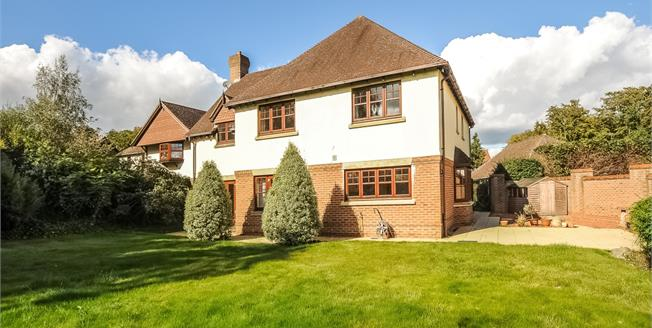£3,600 per Calendar Month, 5 Bedroom Detached House To Rent in Blackwater, GU17