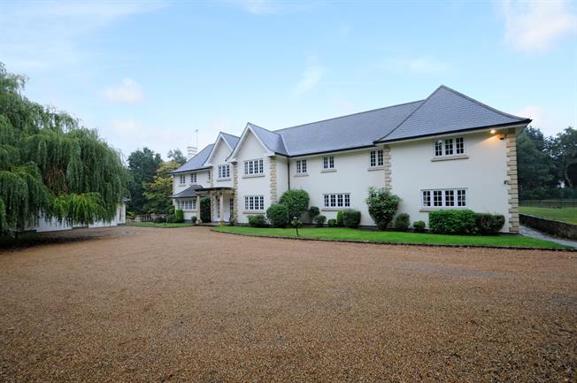 £11,500 per Calendar Month, 6 Bedroom Detached House To Rent in Wentworth, Surrey, GU25