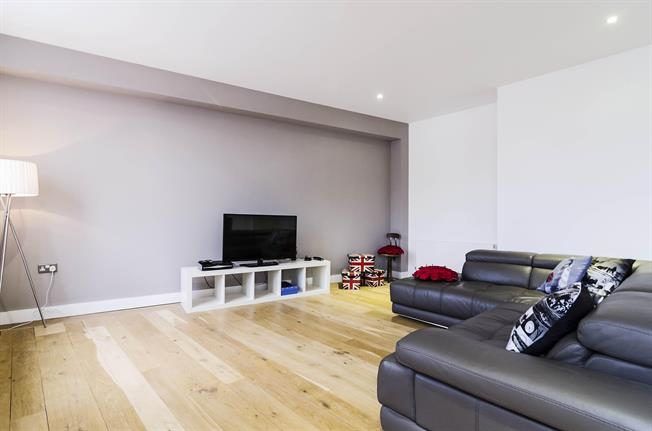 £4,116  per Calendar Month (Calculated), 1 Bedroom Flat To Rent in London, SE1