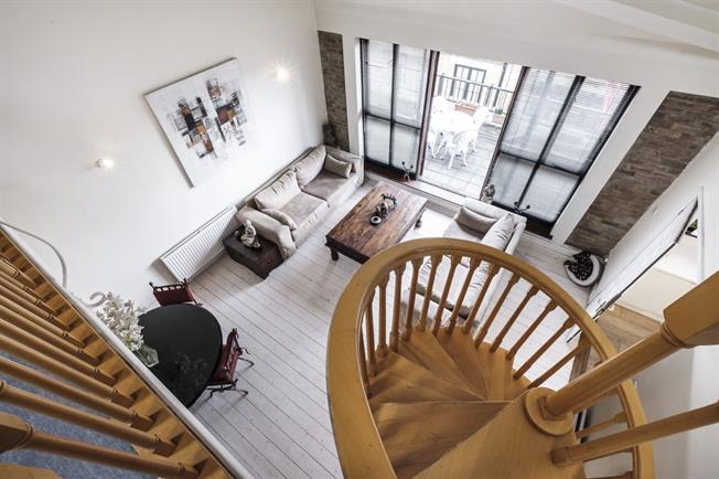 £3,250  per Calendar Month (Calculated), 2 Bedroom Duplex Apartment To Rent in London, E1W