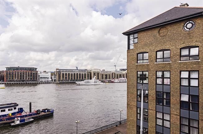 £2,145  per Calendar Month (Calculated), 1 Bedroom Duplex Apartment To Rent in London, E1W