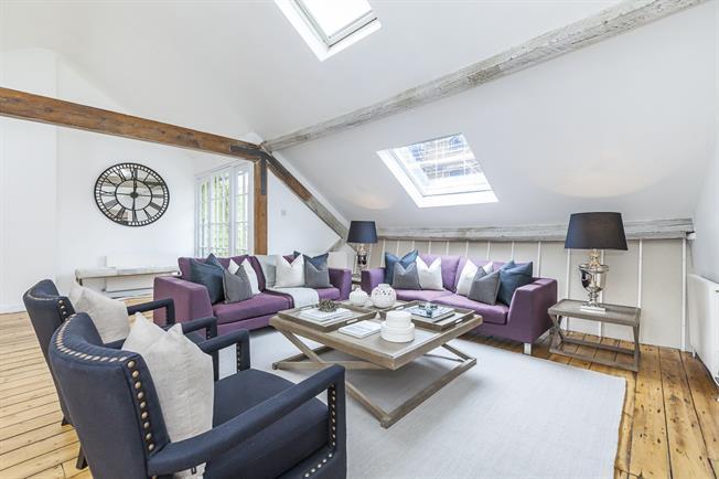 £3,683 per Calendar Month, 2 Bedroom Flat To Rent in London, SE1