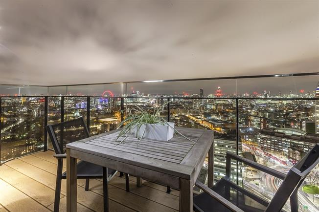 £6,933  per Calendar Month (Calculated), 2 Bedroom Apartment To Rent in London, SE1