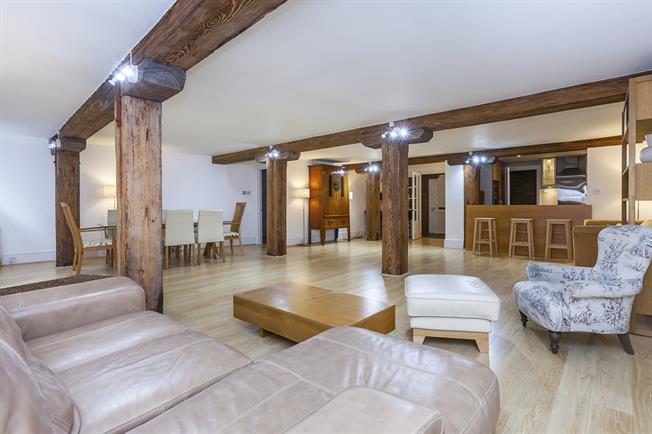 £2,900 per Calendar Month, 2 Bedroom Flat To Rent in London, SE1