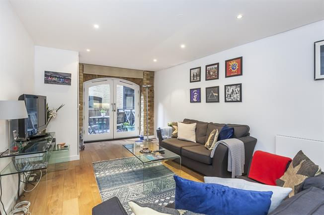 £4,550  per Calendar Month (Calculated), 1 Bedroom Apartment To Rent in London, SE1