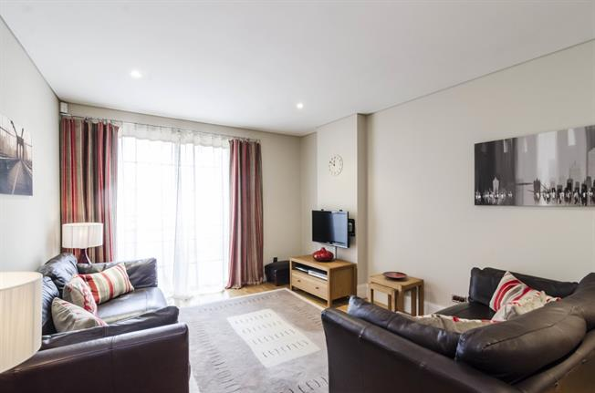 £2,300 per Calendar Month, 1 Bedroom Apartment To Rent in London, SE1