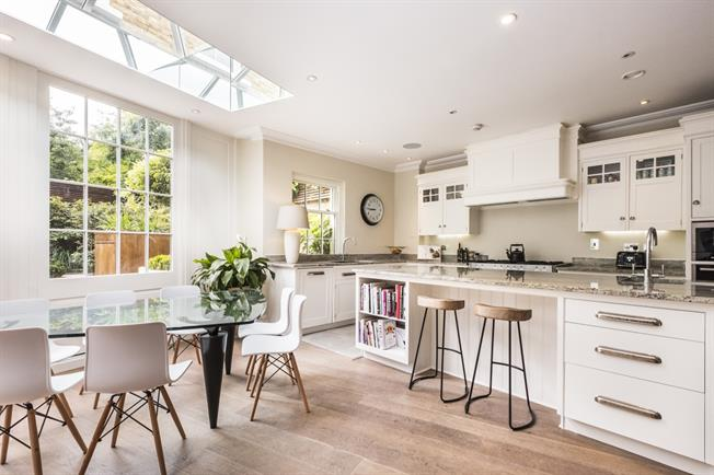 £8,450  per Calendar Month (Calculated), 5 Bedroom End of Terrace House To Rent in London, SE1