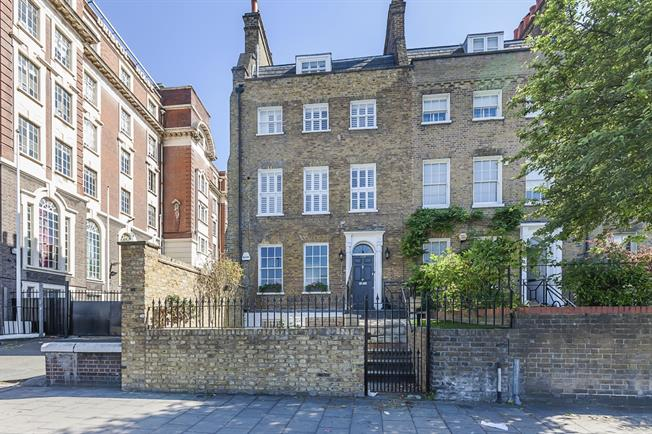 £5,500 per Calendar Month, 4 Bedroom Town House To Rent in London, SE1