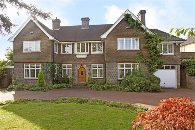 £2,995 per Calendar Month, 5 Bedroom Detached House To Rent in Tunbridge Wells, TN4