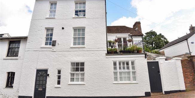 £2,200 per Calendar Month, 5 Bedroom Town House To Rent in Tunbridge Wells, TN1