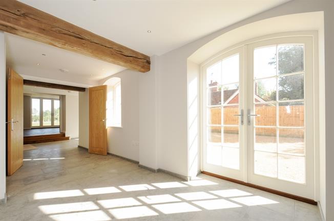 £2,500 per Calendar Month, 5 Bedroom Detached House To Rent in Tonbridge, TN12