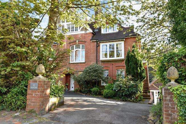 £1,995 per Calendar Month, 3 Bedroom Flat To Rent in Tunbridge Wells, TN4