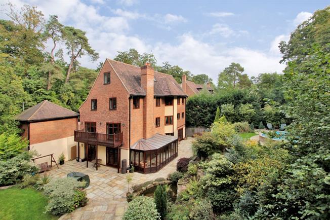 £3,995 per Calendar Month, 7 Bedroom Detached House To Rent in Tunbridge Wells, TN4