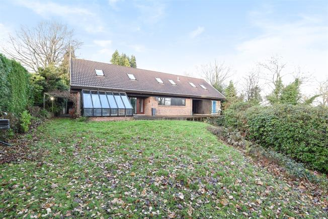 £2,700 per Calendar Month, 5 Bedroom Detached House To Rent in Tunbridge Wells, TN4