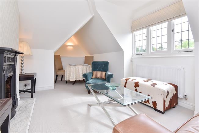 £1,600 per Calendar Month, 2 Bedroom Apartment To Rent in Tunbridge Wells, TN2