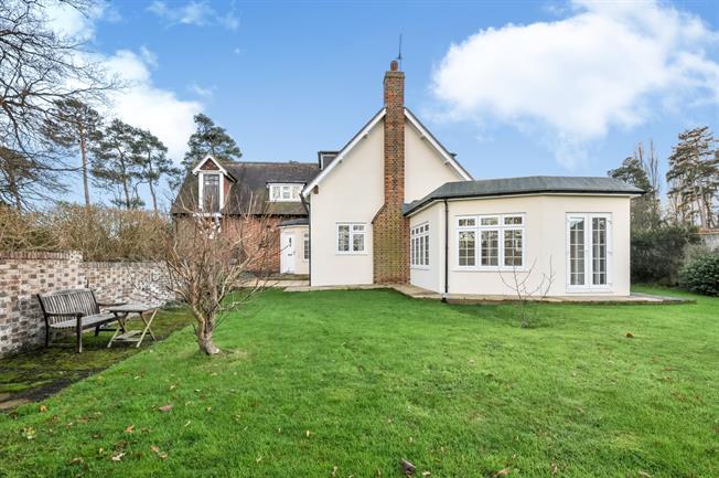 £1,850 per Calendar Month, 3 Bedroom Cottage House To Rent in Tonbridge, TN12