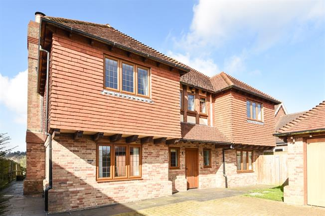 £2,850 per Calendar Month, 6 Bedroom Detached House To Rent in Heathfield, TN21