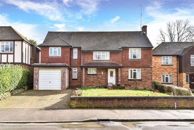 £2,250 per Calendar Month, 4 Bedroom Detached House To Rent in Tunbridge Wells, TN4