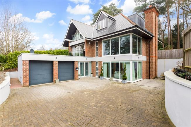 £3,495 per Calendar Month, 5 Bedroom Detached House To Rent in Crowborough, TN6