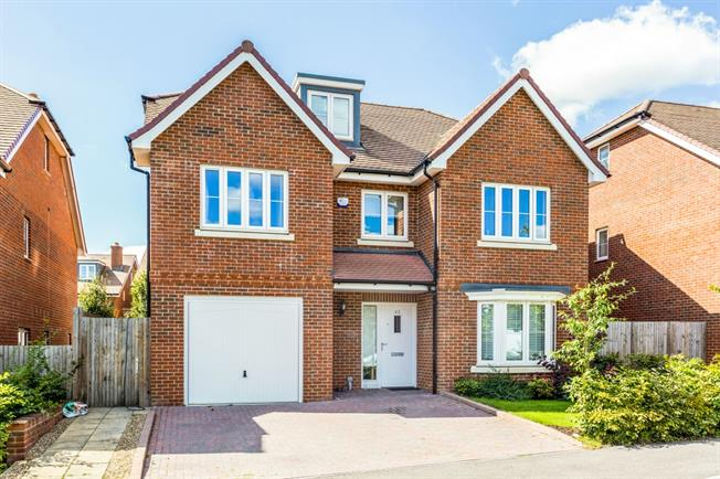 £2,995 per Calendar Month, 4 Bedroom Detached House To Rent in Tunbridge Wells, TN2