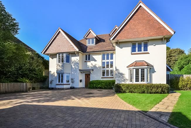 £3,300 per Calendar Month, 6 Bedroom House To Rent in Crowborough, TN6