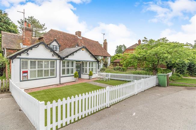 £1,950 per Calendar Month, 3 Bedroom Cottage House To Rent in Tonbridge, TN12