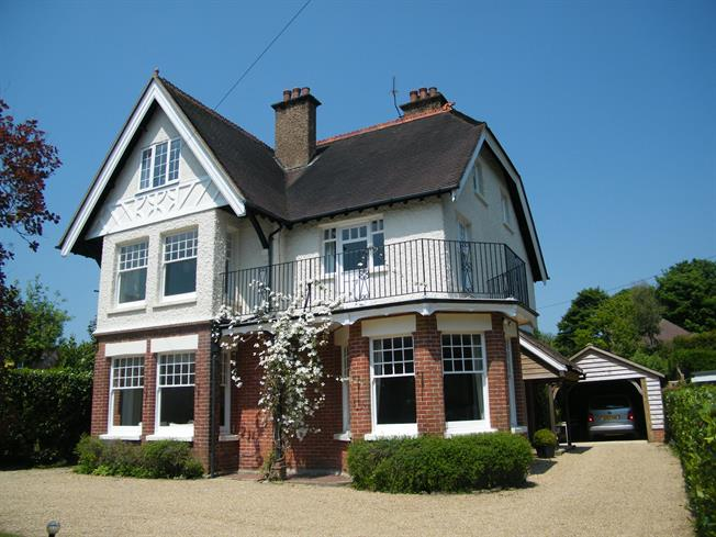£2,495 per Calendar Month, 6 Bedroom Detached House To Rent in Crowborough, TN6