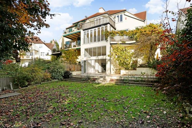 £3,750 per Calendar Month, 6 Bedroom Semi Detached House To Rent in Tunbridge Wells, TN2