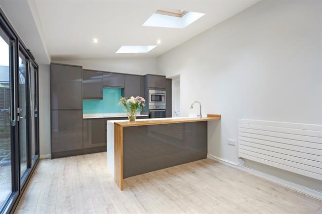 £1,750 per Calendar Month, 3 Bedroom Detached House To Rent in Tunbridge Wells, TN4