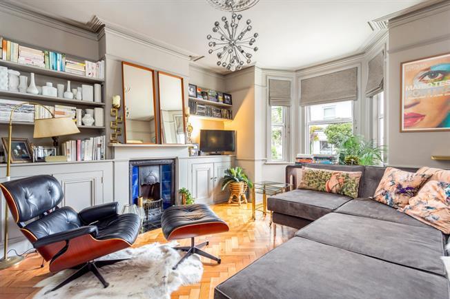 £1,595 per Calendar Month, 3 Bedroom Semi Detached House To Rent in Tunbridge Wells, TN1