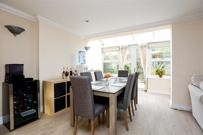 £2,750 per Calendar Month, 4 Bedroom Mews House To Rent in London, SW19
