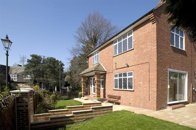 £3,300 per Calendar Month, 4 Bedroom Detached House To Rent in London, SW20