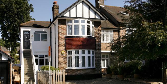 £2,750 per Calendar Month, 3 Bedroom Flat To Rent in London, SW19
