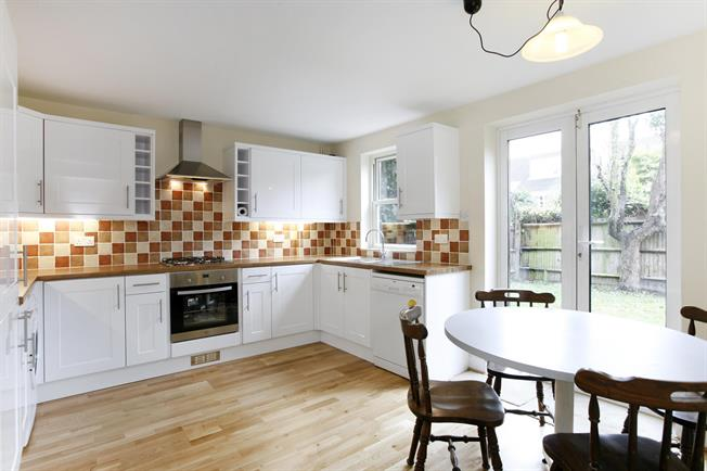 £2,500 per Calendar Month, 3 Bedroom Town House To Rent in London, SW19