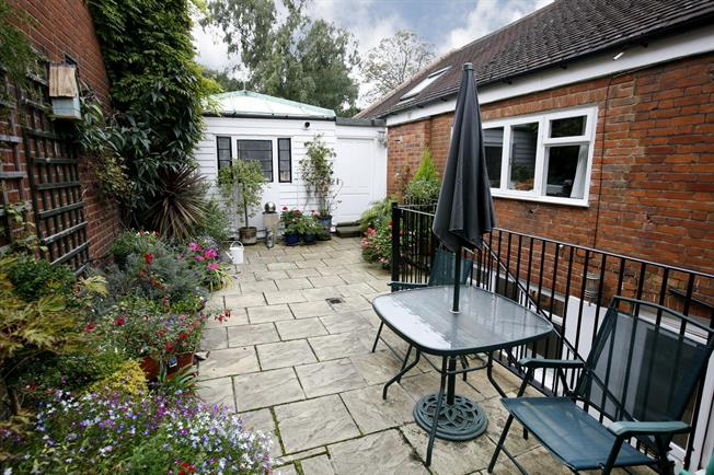 £2,578  per Calendar Month (Calculated), 1 Bedroom Flat To Rent in Wimbledon, London, SW19