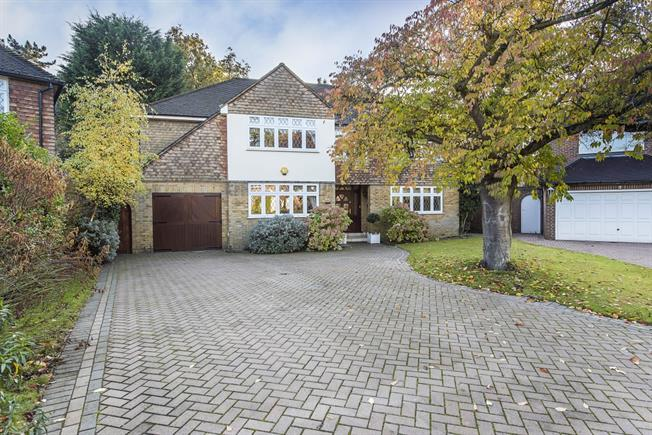 £6,000 per Calendar Month, 7 Bedroom Detached House To Rent in Kingston upon Thames, KT2