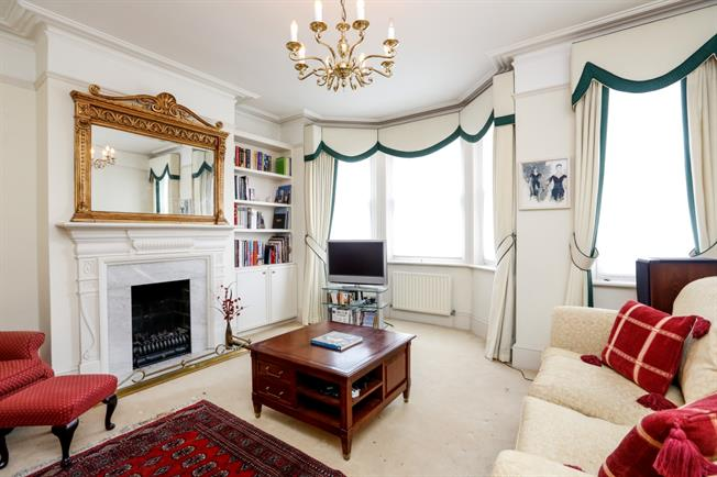 £3,466  per Calendar Month (Calculated), 3 Bedroom Flat To Rent in London, SW19