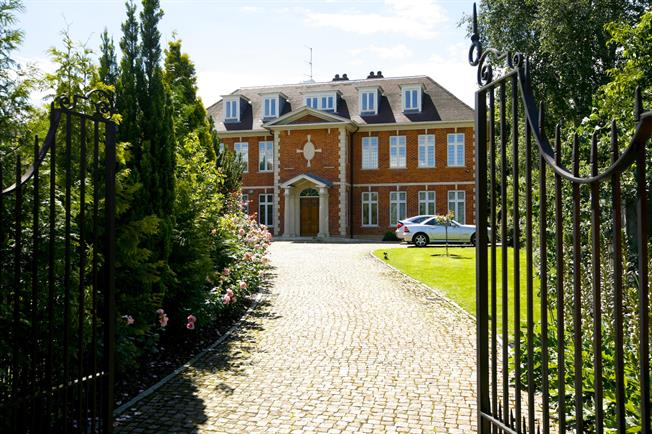 £4,983 per Calendar Month, 4 Bedroom Apartment To Rent in London, SW19