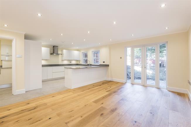 £5,000 per Calendar Month, 5 Bedroom Detached House To Rent in Wimbledon, SW19
