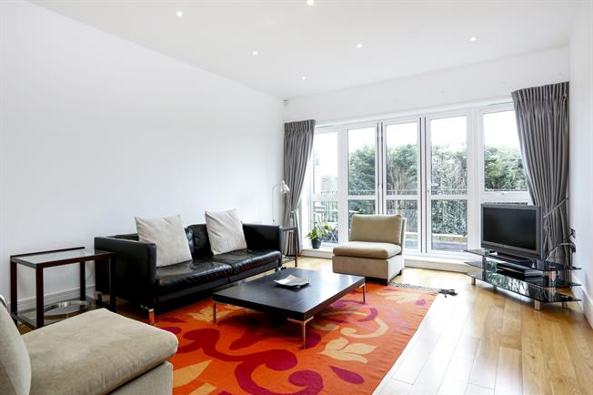 £4,750 per Calendar Month, 4 Bedroom Town House To Rent in Wimbledon, SW20