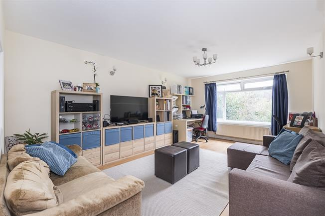 £1,400 per Calendar Month, 2 Bedroom Apartment To Rent in London, SW20