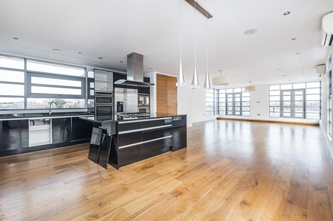 £4,250 per Calendar Month, 3 Bedroom Penthouse To Rent in London, SW19