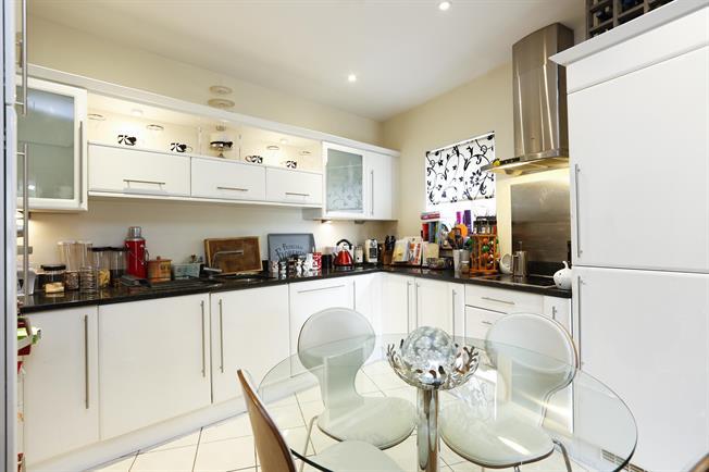 £1,400 per Calendar Month, 1 Bedroom Apartment To Rent in Wimbledon, SW19