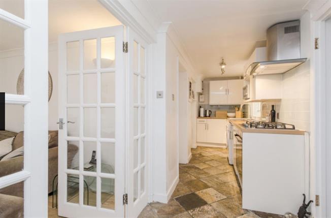 £1,950 per Calendar Month, 2 Bedroom Maisonette To Rent in London, SW19