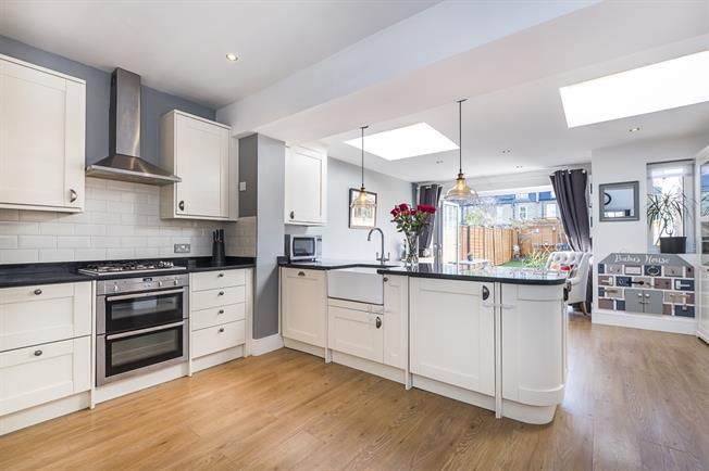£2,500 per Calendar Month, 3 Bedroom Terraced House To Rent in London, SW19