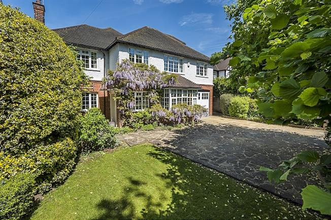 £4,000 per Calendar Month, 5 Bedroom Detached House To Rent in London, SW20